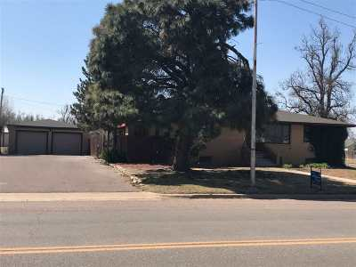 Single Family Home For Sale: 604 S Broadway