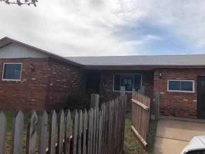 Enid Single Family Home For Sale: 1306 S Leona Mitchell