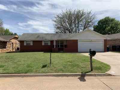 Single Family Home For Sale: 4105 Oakcrest Ave