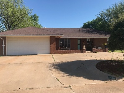 Single Family Home For Sale: 1530 Quanah