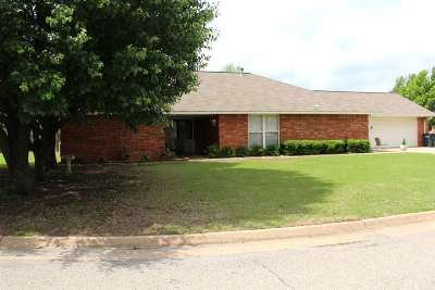 Single Family Home For Sale: 913 Blue Stem Road