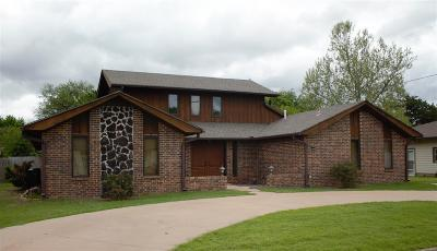 Single Family Home For Sale: 118 N 7th