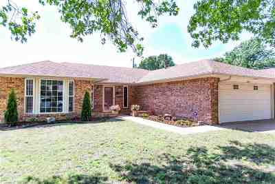 Single Family Home For Sale: 1020 Canterbury