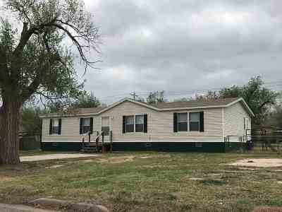 Single Family Home For Sale: 611 Maury St