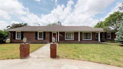 Single Family Home For Sale: 2915 Yeager Dr