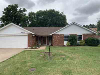 Single Family Home For Sale: 402 Rose Tree Ln
