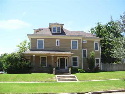 Enid  Single Family Home For Sale: 401 W Oak