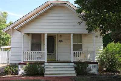Single Family Home For Sale: 210 Texas
