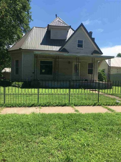 Single Family Home For Sale: 331 E Broadway