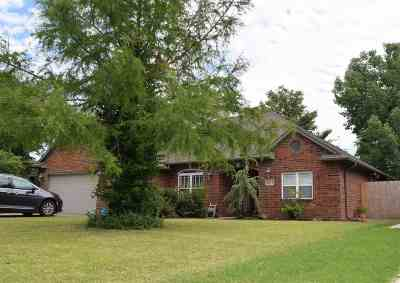 Single Family Home For Sale: 4707 Oakcrest