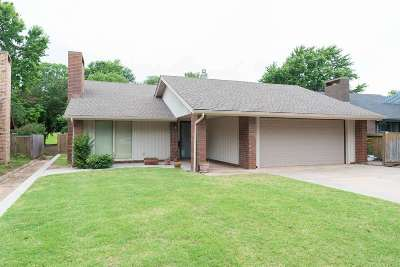 Enid  Single Family Home For Sale: 2822 Haystack