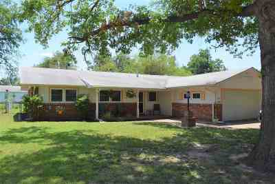 Single Family Home For Sale: 1505 W Thompson