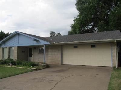 Single Family Home For Sale: 118 N Hoover