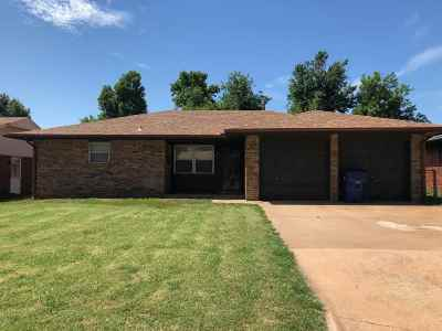 Single Family Home For Sale: 617 W Cherokee