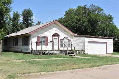 Single Family Home For Sale: 220 S 8th