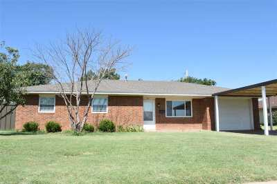 Single Family Home For Sale: 611 N 12th