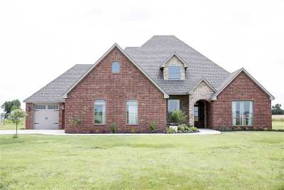 Enid  Single Family Home For Sale: 825 E Carrier Rd