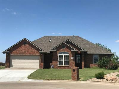 Single Family Home For Sale: 708 Cougar Lane