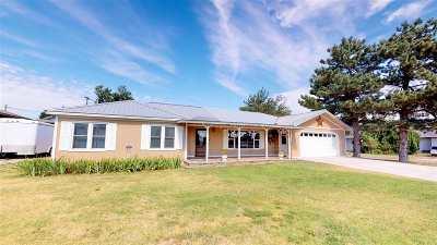 Single Family Home For Sale: 221 N Ellis St