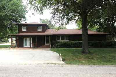 Single Family Home For Sale: 323 Timberwood St