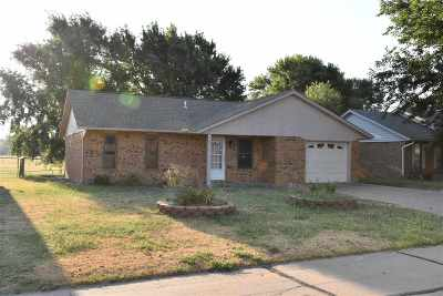 Lahoma Single Family Home For Sale: 441 Dustin Dr