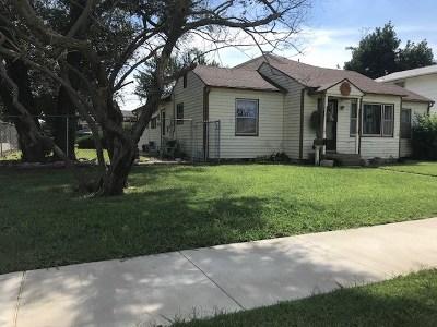 Single Family Home For Sale: 2121 E Elm