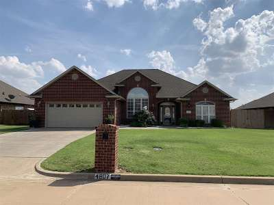 Enid  Single Family Home For Sale: 4807 Chaparral Run