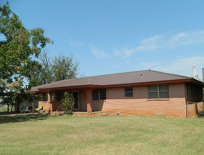 Tillman County Single Family Home For Sale: 214 E 2nd St