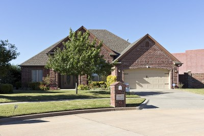 Lawton Single Family Home For Sale: 6926 NW Maple Dr