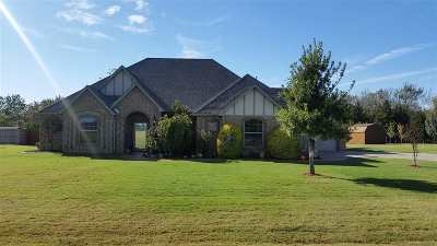 Elgin Single Family Home For Sale: 805 Waverly Way