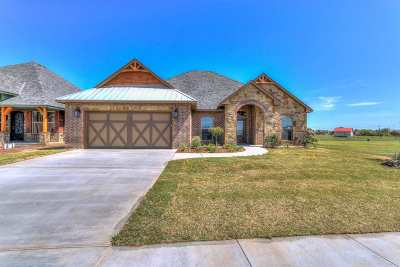 Lawton Single Family Home Under Contract: 925 NE Scissortail Dr