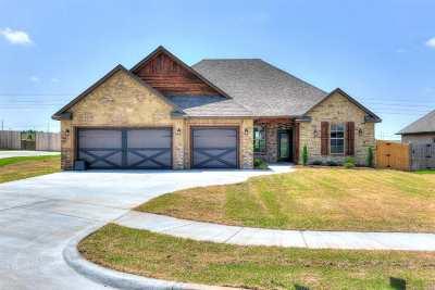 Lawton Single Family Home For Sale: 4305 NE Water Edge Dr