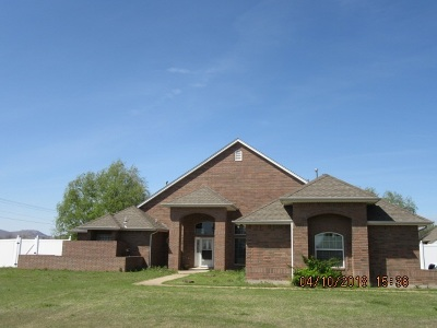 Lawton Single Family Home Under Contract: 10 NW Pecan Valley Dr