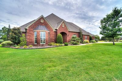 Lawton Single Family Home For Sale: 24 NW Lakewood Dr