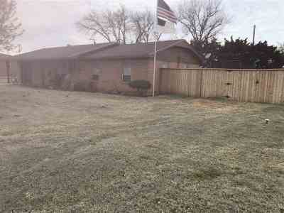 Caddo County Single Family Home Under Contract: 714 W Nebraska Ave