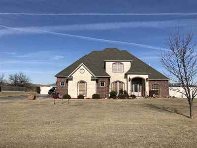 Lawton Single Family Home For Sale: 31 NW Lakewood Dr
