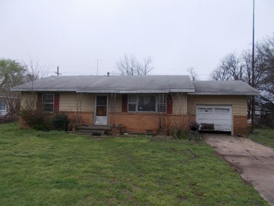Duncan Single Family Home Under Contract: 110 W Hickory Ave