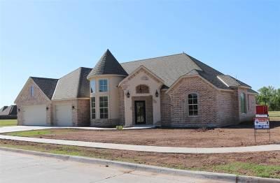 Lawton Single Family Home For Sale: 607 NW Blackstone