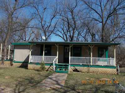 Elgin Single Family Home Under Contract: 106 E Twin Creek Rd