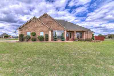 Comanche County Single Family Home Under Contract: 2 NW Lakewood Dr
