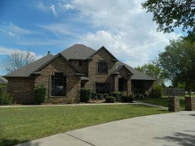 Lawton Single Family Home Under Contract: 29 NW Pecan Valley Dr