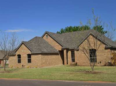 Lawton Single Family Home For Sale: 1 NW Heatherstone Cir