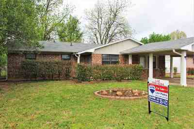 Lawton Single Family Home For Sale: 133 NE Fullerton St