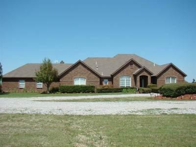 Lawton Single Family Home Under Contract: 1401 NE Quail Run Dr