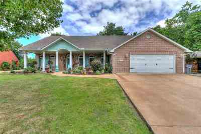 Lawton Single Family Home For Sale: 2334 NE 9th St