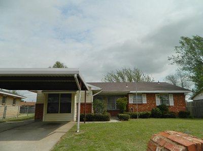 Lawton Single Family Home For Sale: 126 NE English