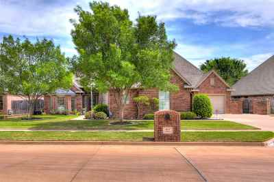 Lawton Single Family Home Under Contract: 613 NW Allison Ln
