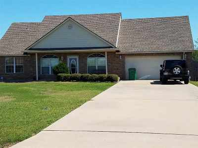 Lawton Single Family Home Under Contract: 10 NW Stonebrook Dr