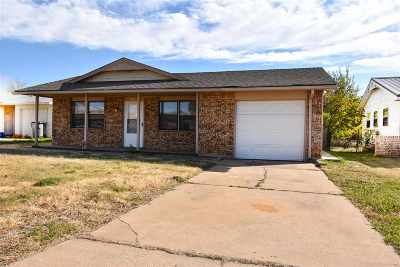 Lawton Single Family Home For Sale: 4620 NW Ozmun Ave