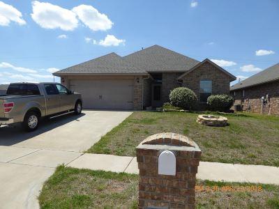 Lawton Single Family Home Under Contract: 2109 SW Edinburough Dr